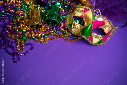 Fotobehang Carnaval Mardi Gras or Carnivale mask on a purple background