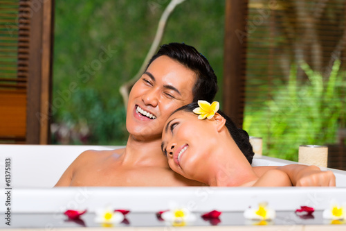canvas print picture Indonesian couple having wellness bath in spa