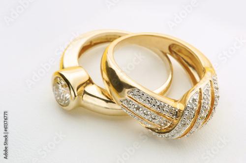 fototapeta na ścianę Biżuteria Złote pierścionki z diamentem