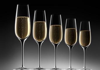 5 Champagnergläser