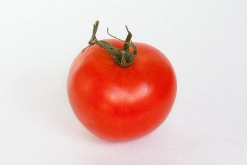 Tomate sur fond blanc