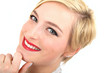 blonde junge Frau mit kurzem Haar