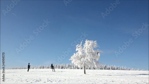 Snowkiten in Winterlandschaft