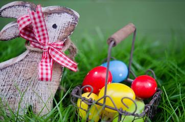 Hase mit Osterkörbchen