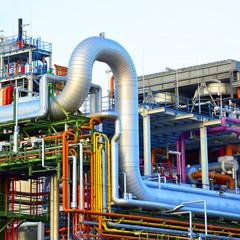 Rohrleitungen in Fabrik // pipelines