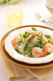 Jasmine rice with prawns, peas and asparagus