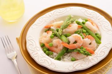 Jasmine rice with prawns, peas and asparagus