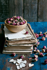 Dry roses in wooden bowl