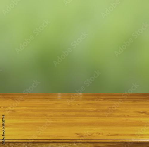 table bois sur fond nature