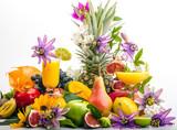 Detox: Gesunde Ernährung mit bunter Fruchtvielfalt poster