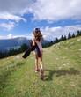 randonnée en montagne - fillette en alpage