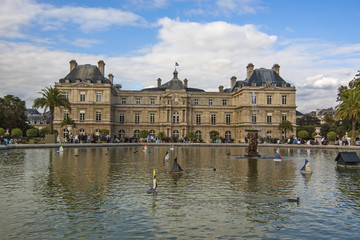 Pool with fountain in front of Luxembourg Palace