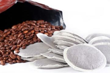 Kaffee Bohnen gegen Kaffee Pads