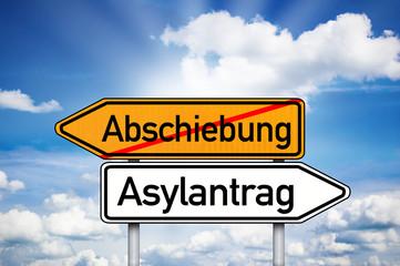 Wegweiser mit Abschiebung und Asylantrag