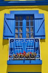 Fenster blau-gelb