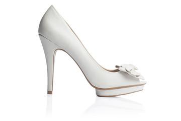 zapato de tacon blanco novia