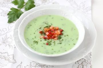 Kräuter Suppe mit Tomaten