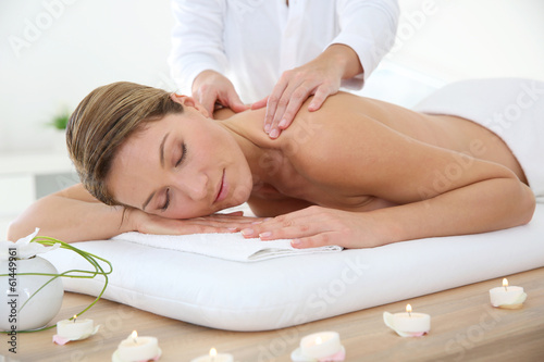 canvas print picture Woman in spa institute receiving oil massage
