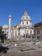 Roma: columna de Trajano y foro romano.