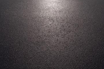 Hintergrund nasser Asphalt im Gegenlicht Querformat