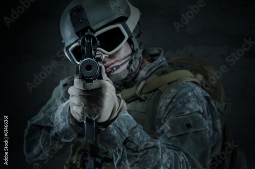 Soldier aiming a rifle at you - 61466361