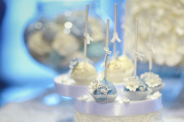 Wedding cake pops in white and blue