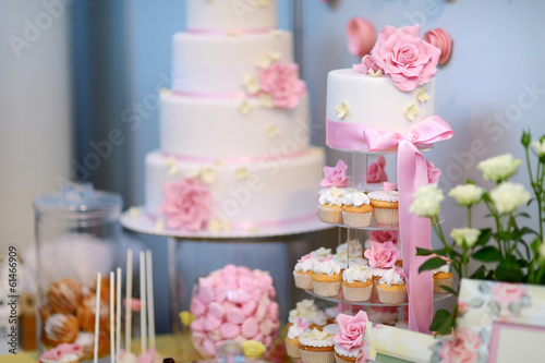 Fototapeta White wedding cupkace cake decorated with flowers