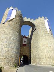 puerta de san vicente en la muralla de avila