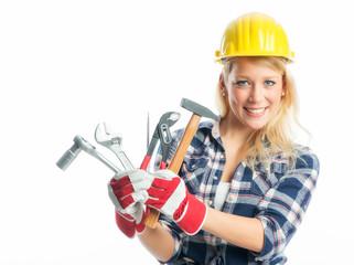 Weiblicher Handwerker zeigt Werkzeuge