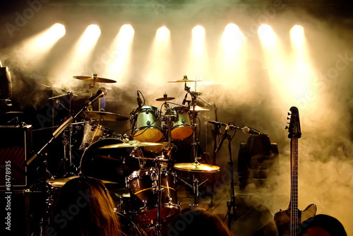 Tuinposter Uitvoering Music Instruments, Drums/Guitar on stage