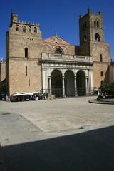 MONREALE - Duomo visto da Piazza Guglielmo