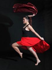 Piękna dziewczyna w tańcu.