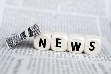 News - Würfel auf Zeitung