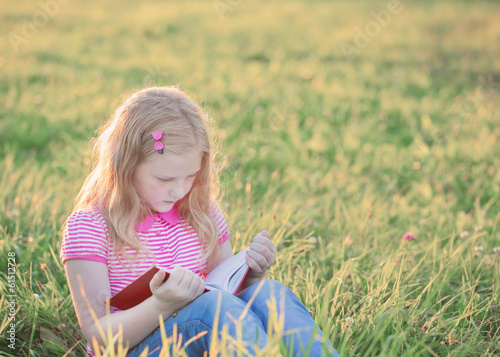 canvas print picture little girl reading book
