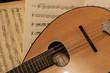 particolare mandolino con spartito