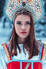Русская девушка в лесу