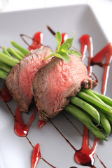 Roast beef with string beans