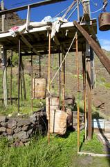 Lastenaufzug mit Gegengewichten im Valle Gran Rey