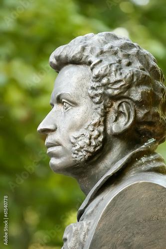 Leinwanddruck Bild The bronze bust of Alexander Pushkin in Gomel. Belarus