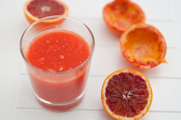 Roter Orangensaft