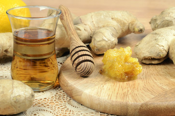 Fresh  ginger ,  tea and fresh honey