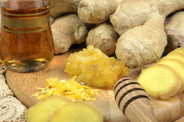 Fresh  ginger ,  tea and fresh honey,