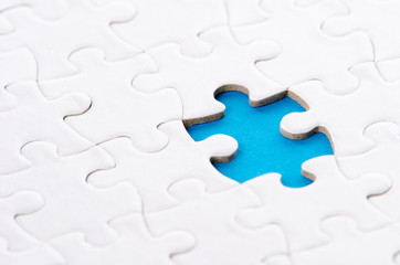 Puzzle blau unterlegt