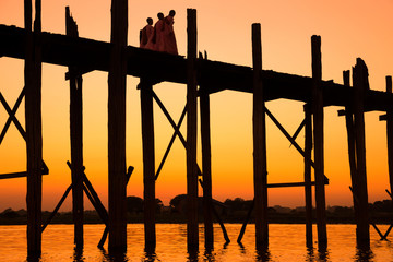 .Bridge U-Bein teak bridge is the longest.