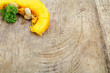 Kürbis auf Holzbrett