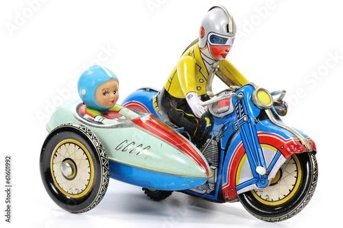 Blechmotorrad isoliert auf weißem Hintergrund - 61601992