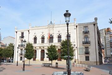 Plaza y edificio administracion de piedra blanca (Burgos)