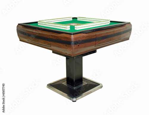 Automatic mahjong table with clipping path