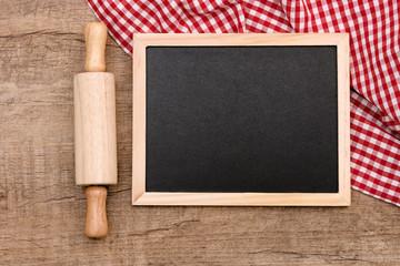 Tafel mit Nudelholz
