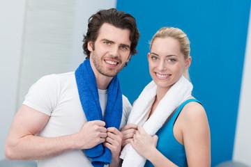 sportliches junges paar